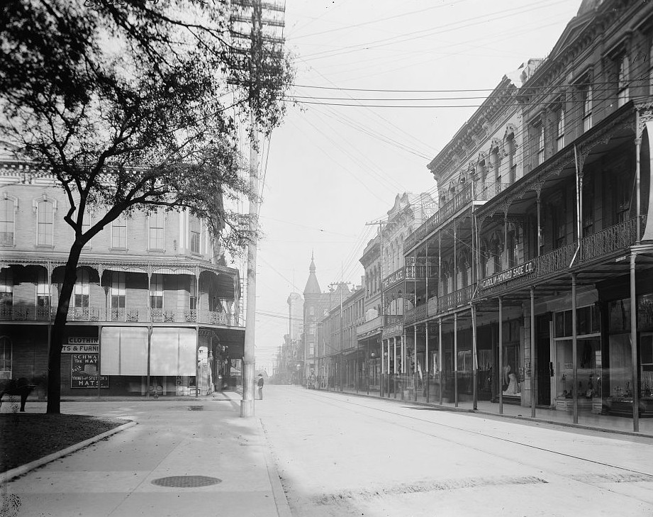 Dauphin St., Mobile, Ala between. 1900 - 1910 - Detroit Publishing Company