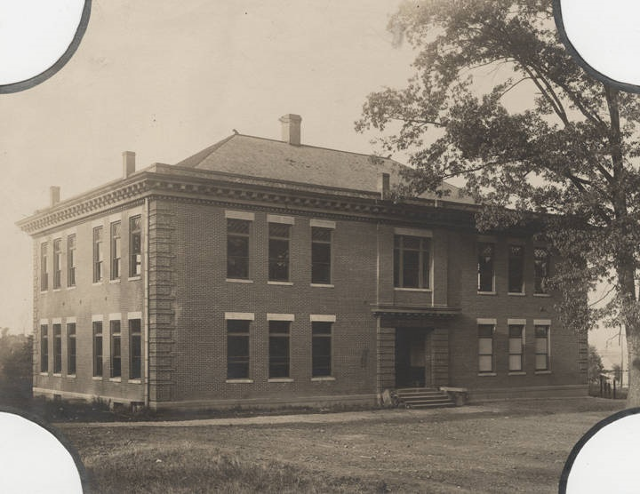 Montague_Hall_on_the_East_Lake_campus_of_Howard_College_in_Birmingham_Alabama