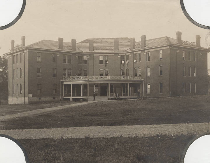 Renfroe_Hall_a_dormitory_on_the_East_Lake_campus_of_Howard_College_in_Birmingham_Alabama (1)