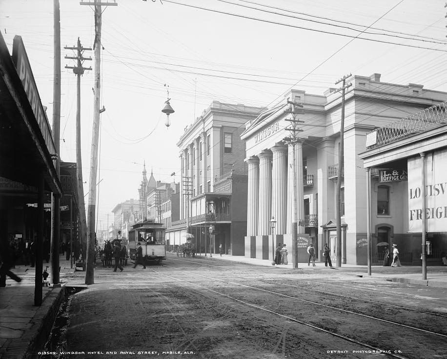 Windsor Hotel and Royal Street, Mobile, Alabama ca. 1906 - Detroit Publishing Company