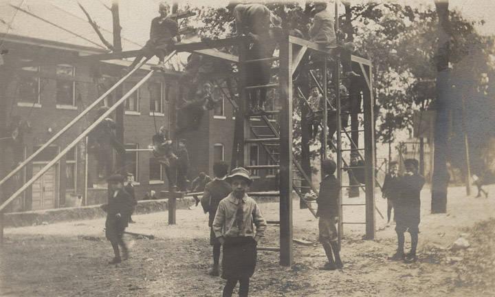 Children2_on_the_playground_at_Barker_School_in_Birmingham_Alabama