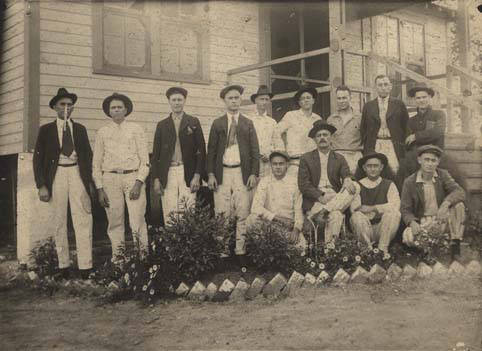 Group_of_men_standing_in_a_flower_bed_in_Flat_Top_Alabama