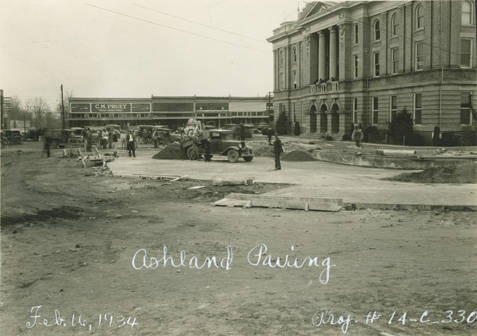Paving_work_on_the_street_in_front_of_the_Clay_County_courthouse_in_Ashland_Alabama