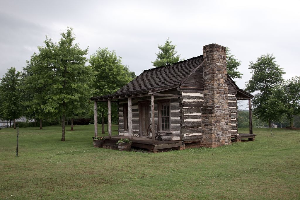 Log cabin in Tuscumbia that once served as a stage coach stop, by photographer Carolyn Highsmith (Library of Congress)