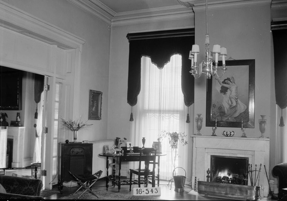 W. N. Manning, Photographer, March 30, 1934. LIVING ROOM. - Grey Columns, Old Montgomery Road (Institute Road), Tuskegee, Macon County, AL