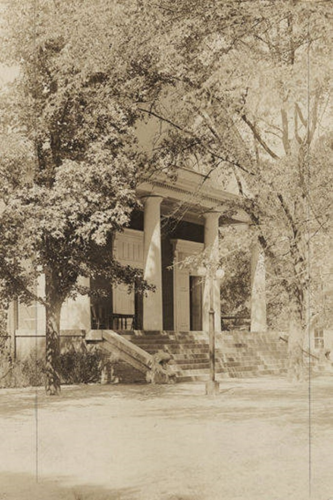 Langdon_Hall_at_Alabama_Polytechnic_Institute_in_Auburn_Alabama ca. 1910