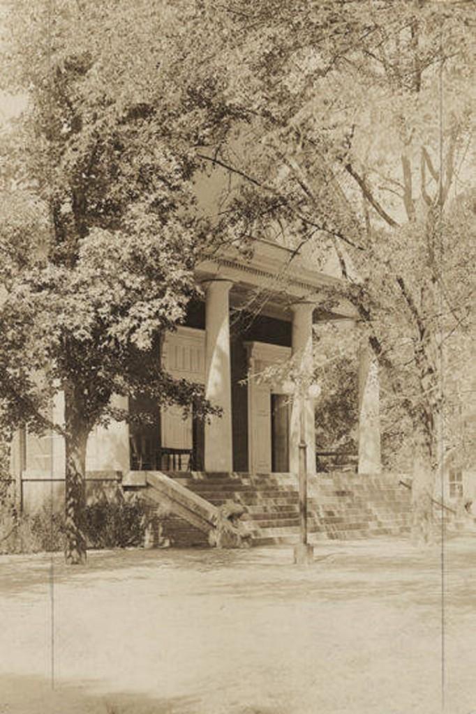 Langdon_Hall_at_Alabama_Polytechnic_Institute_in_Auburn_Alabama ca. 1910