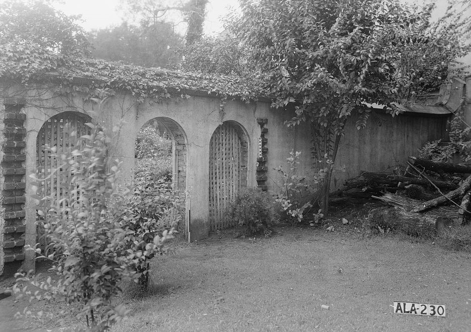Dearing-Bagby house garden wall1939 by photographer Frances Benjamin Johnston (Library of Congress)