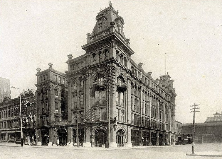 Morris_Hotel_1st_Avenue_and_19th_Street 1908