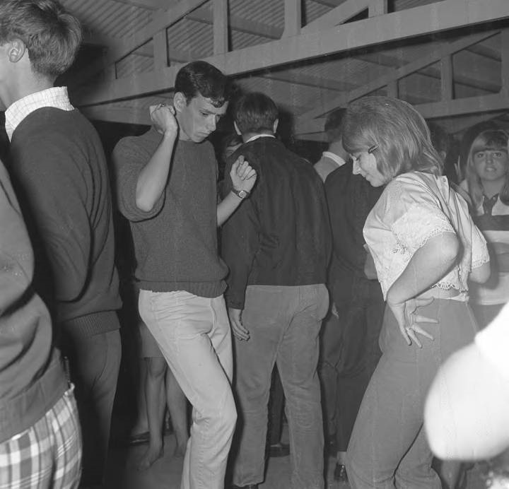 Teenagers_dancing_at_Panama_City_Beach_Florida_during_spring_break (4) Q83490