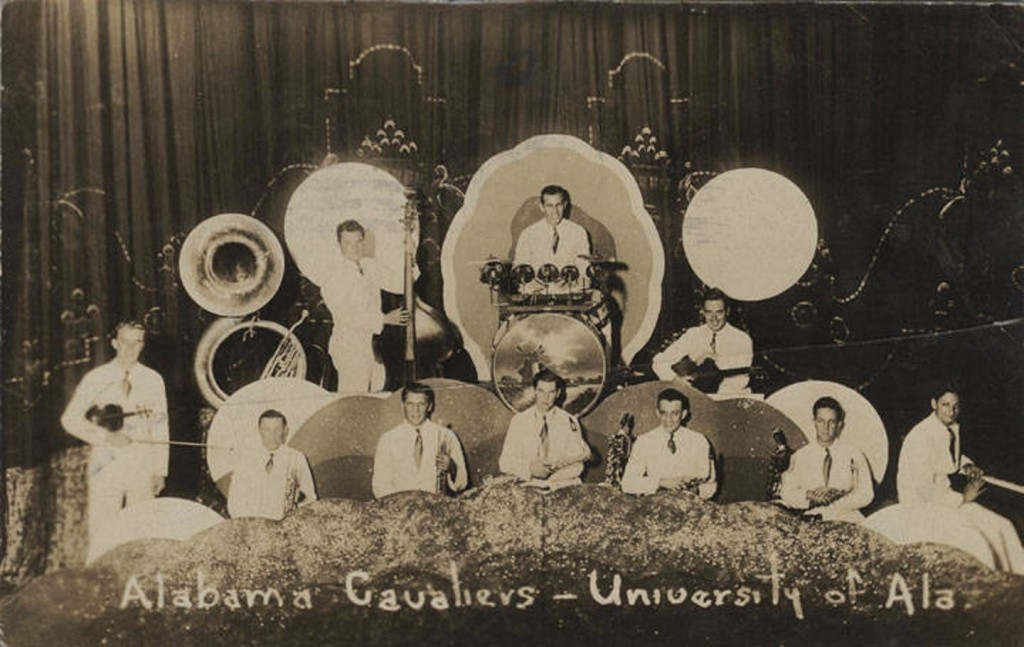 Alabama Cavaliers - University of Alabama – The postmark date on the back of this postcard is October 1933 Q10156