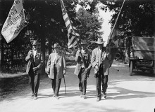 PATRON + These veterans showed much dignity and respect toward each other as they put the Civil War behind them [vintage pictures & film]