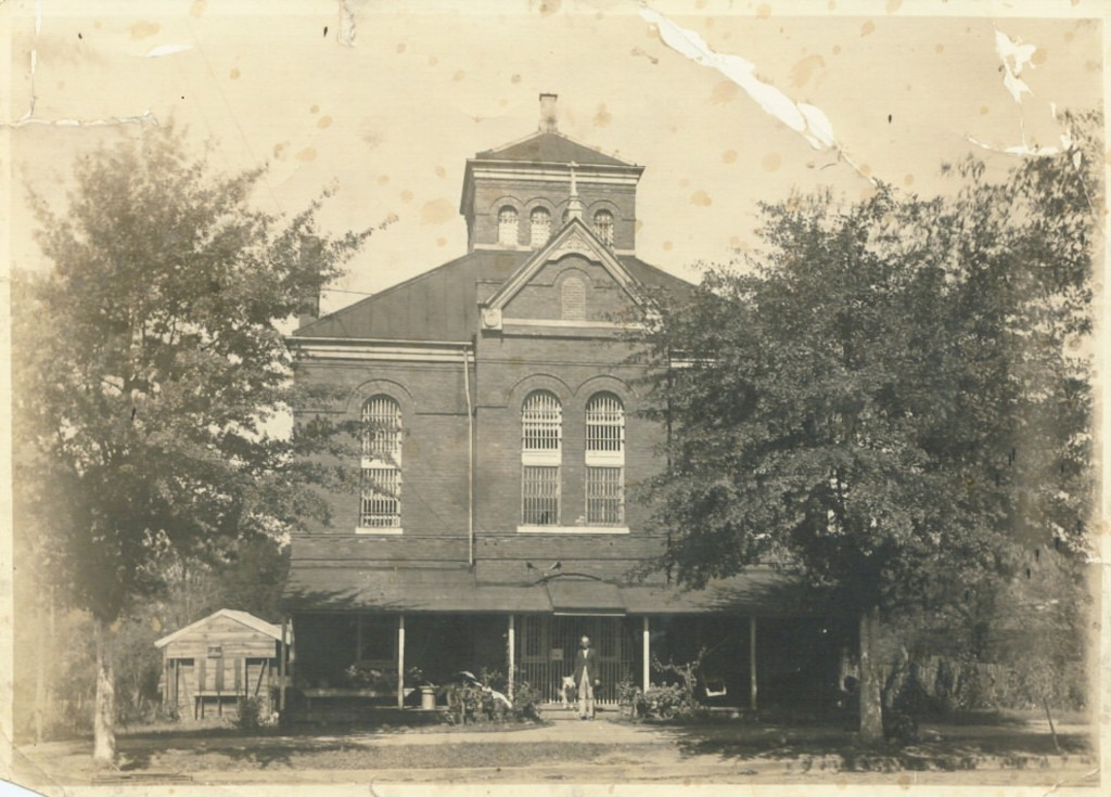 Chambers county jail, LaFayette, Alabama Photographed ca. 1920 (Contributed to USGENWEB by Don Clark July 25, 2005)