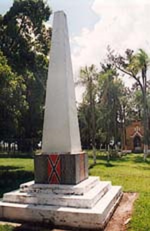 Confederado Monument with the surnames of the families and the Confederate flag
