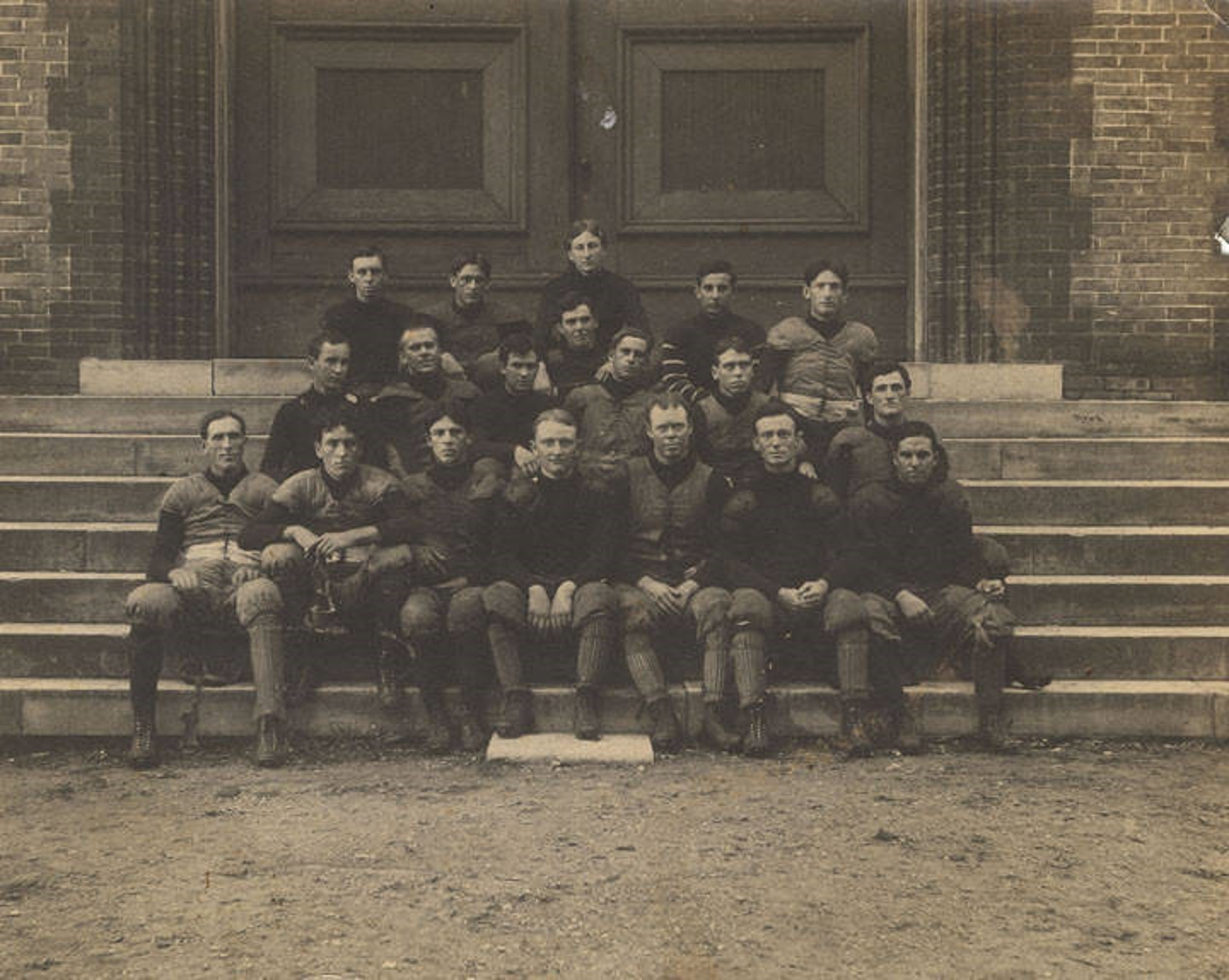 Early group pictures from the University of Alabama includes football team of 1901!