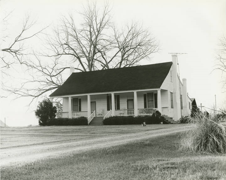 Front (western) and southern elevation of the Hinchea Warren House on the east side County Road 29, about a mile north of the junction with County Road 6 in Castleberry, Alabama (ADAH)