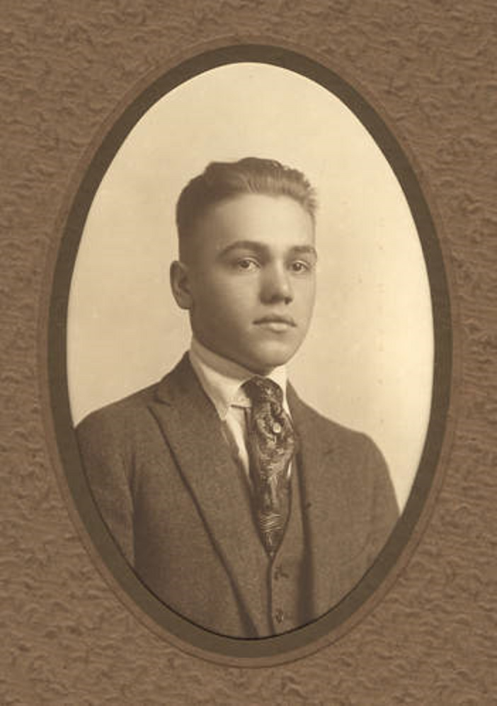 Morris Joseph Worthington, During World War I, Morris served as a private in the Students Army Training Corps at Auburn, Alabama. He died of pneumonia on October 25, 1918. Q40924