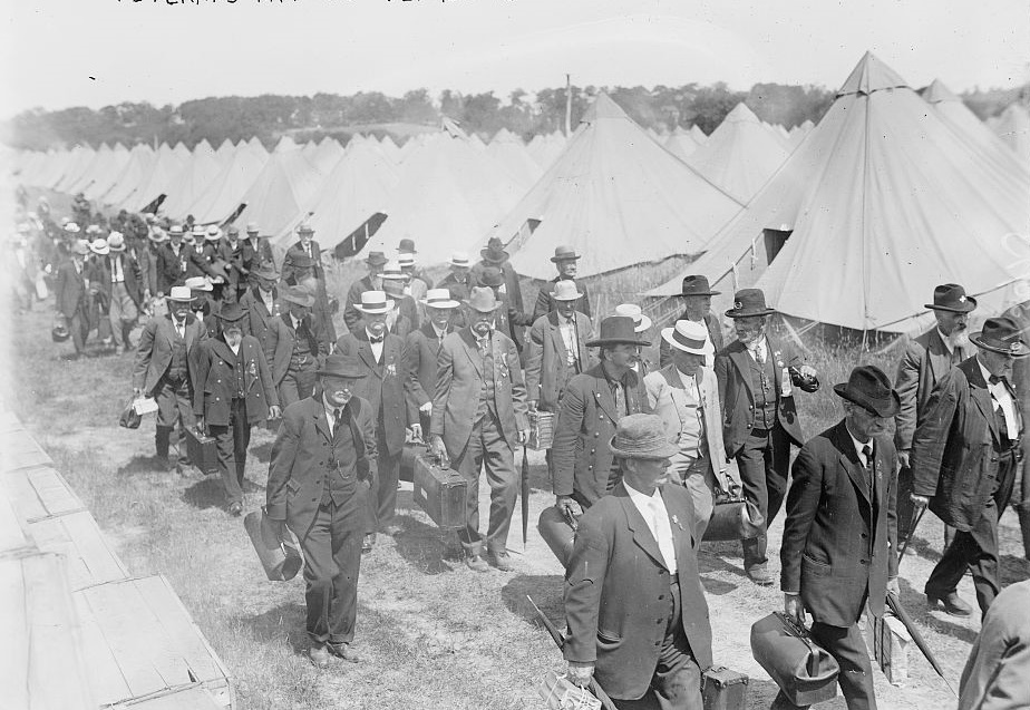 Veterans arriving 1913