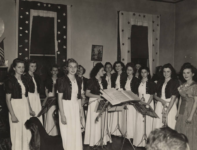 All-girl orchestra from Sacred Heart School in Cullman, Alabama, performing at the first annual meeting of the Cullman Chamber of Commerce 1944 Q36976