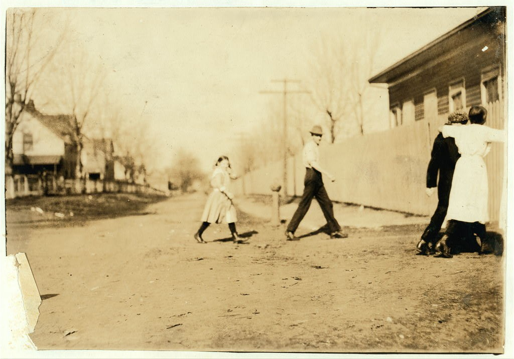 Going to work at Merrimack mills, Huntsville, Alabama ca. 1913