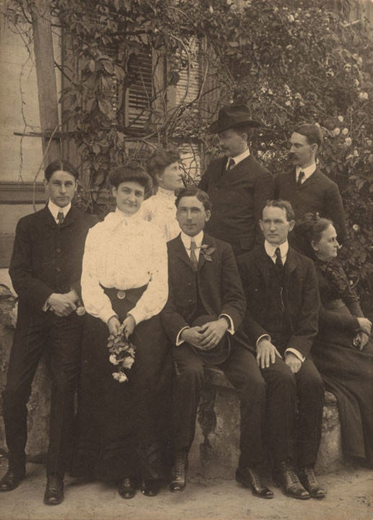 Group outside McElhaney Hotel in Auburn, Alabama ca. 1890-1909 Q8849