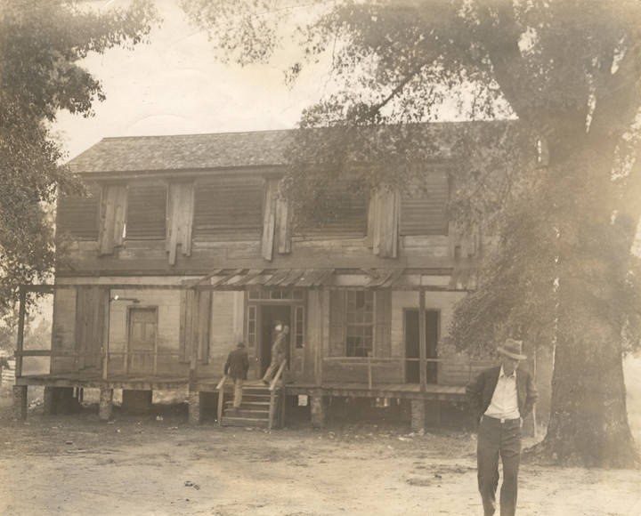 Alexander House, owned by M. E. Hudson of Clayton, Alabama. It was the scene of the Southeast Alabama Fox Hunters' Field Trials in October 1939. Q188