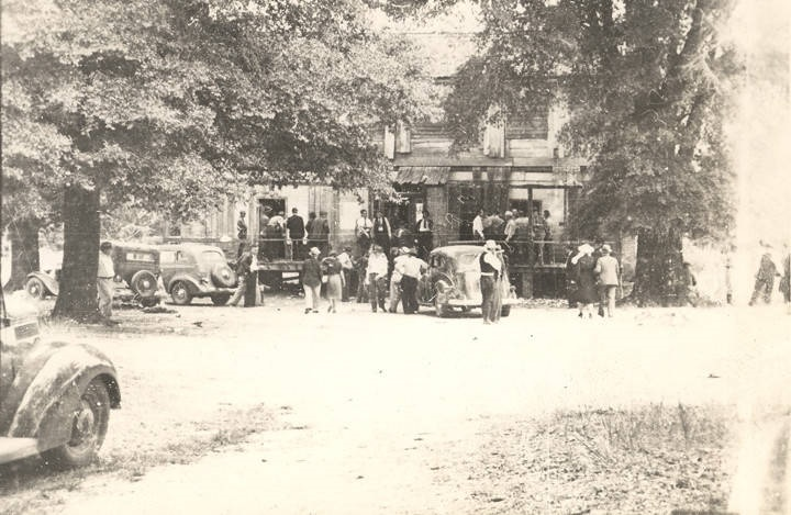 Fox hunters going to the barbecue at the Alexander home in Barbour County, Alabama Q2258