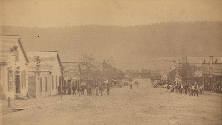 Old Main Street looking towards the mountain from courthouse in Fort Payne, Alabama by O. W. Chase (Alabama Department of Archives and History)