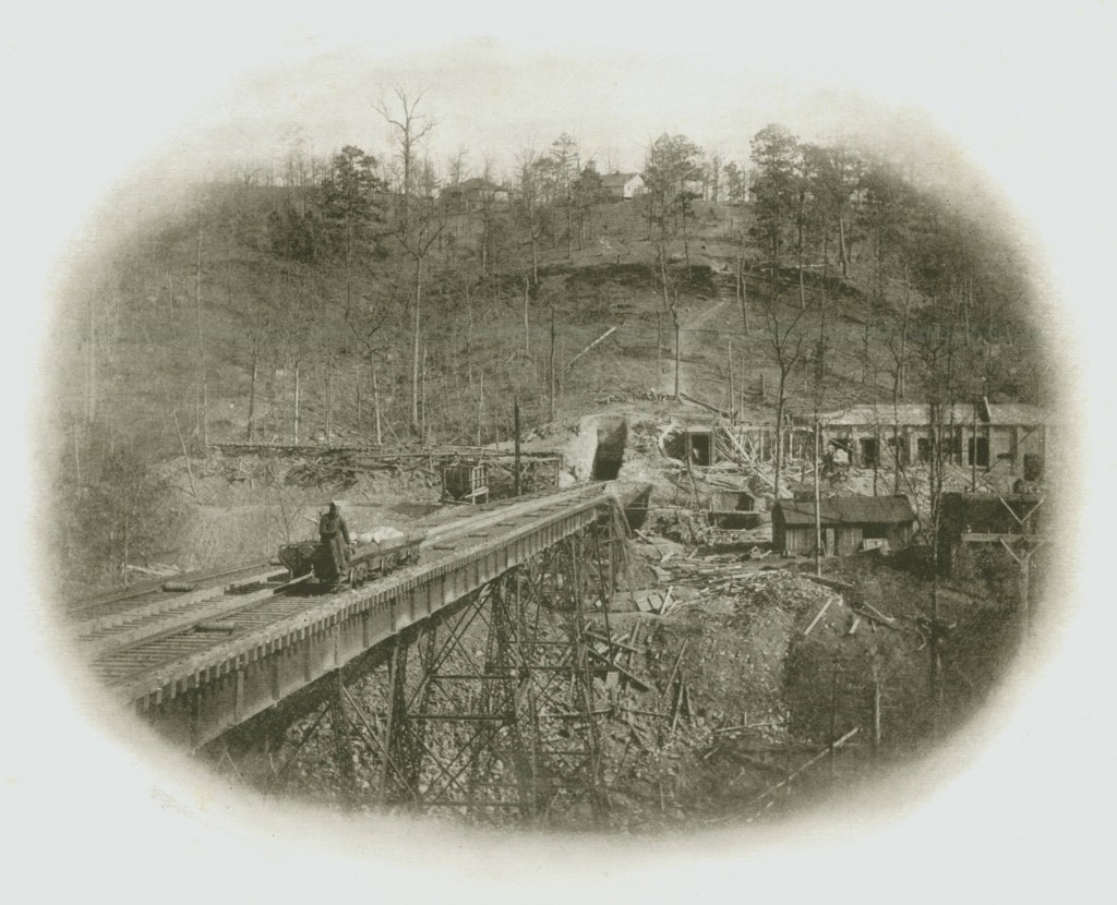 Photograph of mining operations at Marvel, Alabama 1920 by Davis Advertising & Sales Company (Courtesty of Birmingham Public Library)