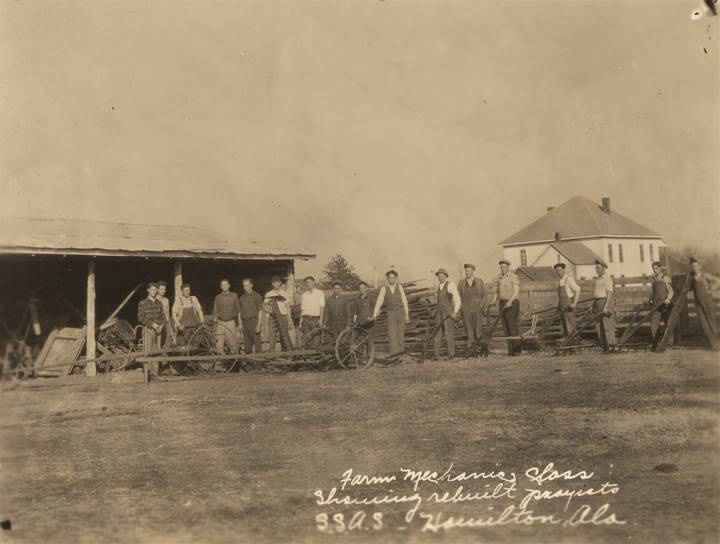 Students in a farm mechanics class at an agricultural school in Hamilton, Alabama ca. 1900 (Alabama Department of Archives and History) Q5534