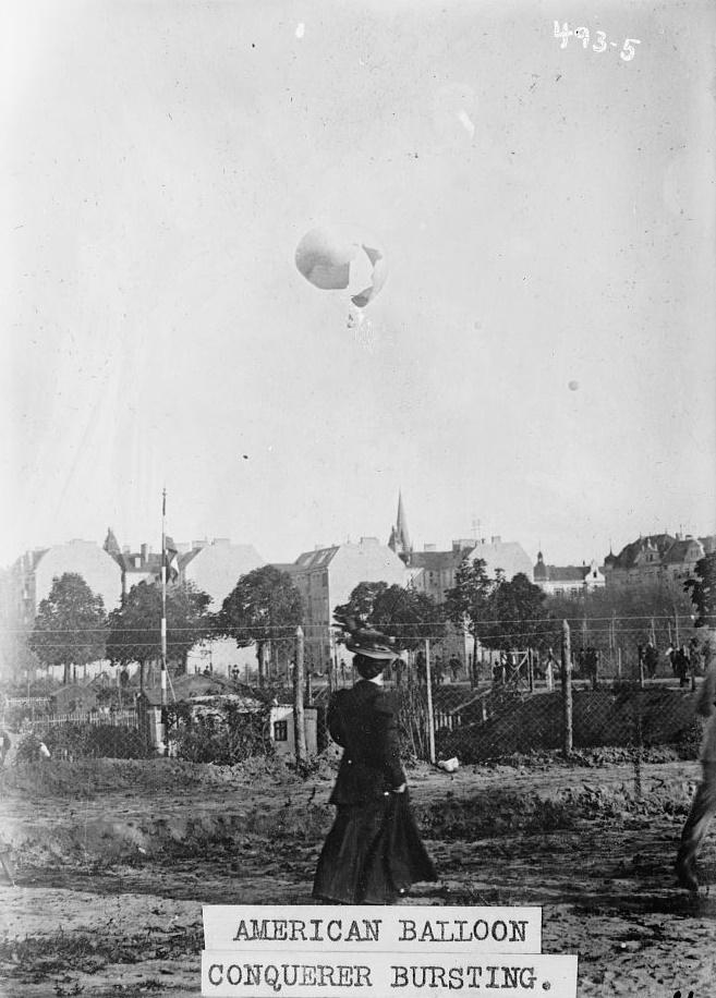 1908 Conqueror bursting in the sky at Berlin International Balloon Race