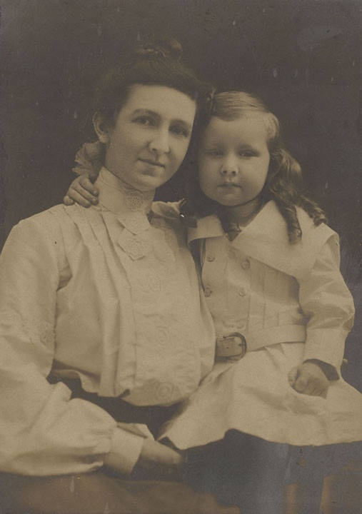 Three-year-old child with her mother ca. 1900 – by Marjorie Westlake McWhorter Q8950