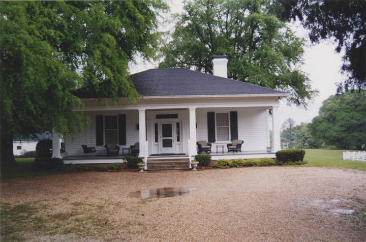 Front_northern_elevation_of_the_Enon_Plantation_on__Chunnennuggee_Ridge_in_Union_Springs_Alabama