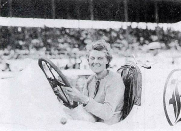 Elfreida Mais racing in Kansas (kansasracinghistory.com)