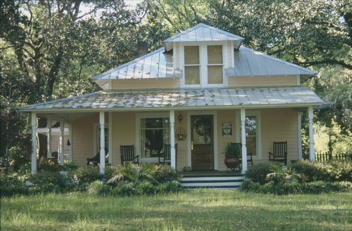 House in the historic area of Magnolia Springs, Alabama by Robert Gamble 2003 - Alabama Department of Archives and History