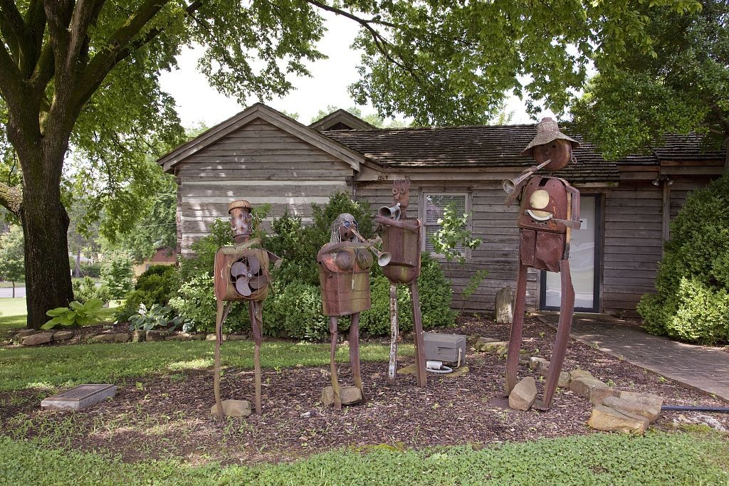 08442vW.C. Handy was born in this small log cabin in Florence, Alabama on November 16, 1873