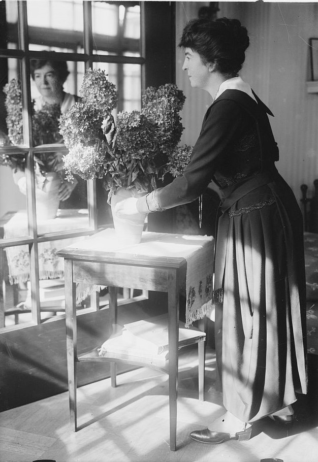 Flowers Maud Powell violinist arranging flowers (1920 Bain News Service Library of Congress)