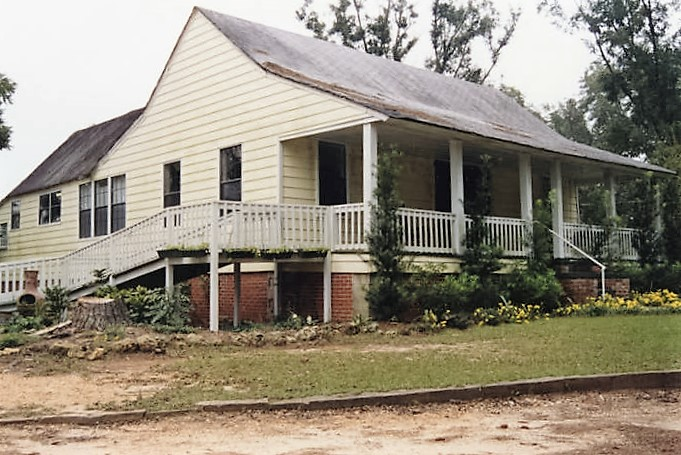 House on the east side of County Road 15 in the historic area of Belleville, Alabama. built about 1850 (Alabama Department of Archives and History)
