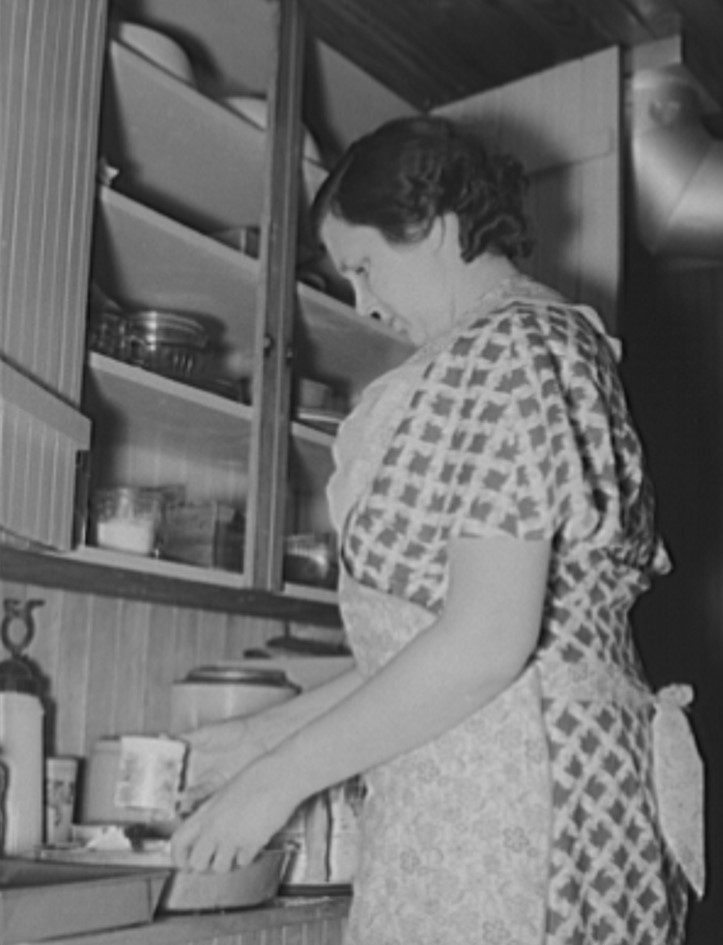 Mrs Kirby Baking 1939 (Library of Congress)