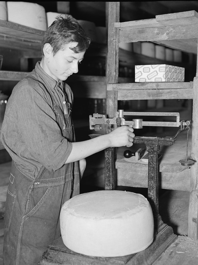 Weighing cheese, Arthur Rothstein 1937 (Library of Congress) (2)