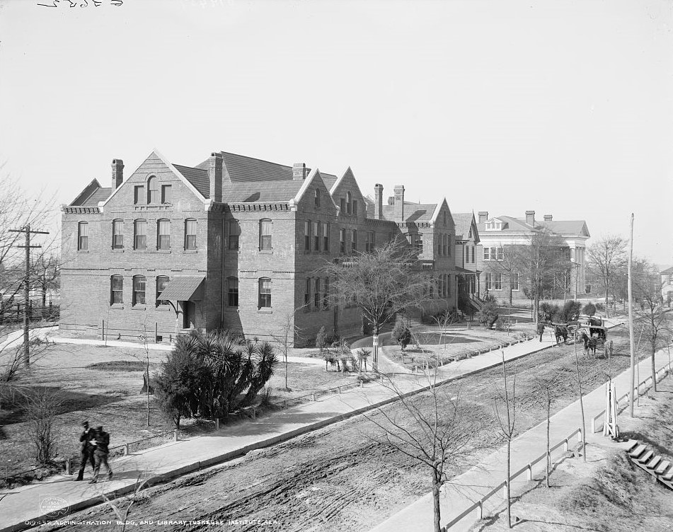 Administration bldg. and library, Tuskegee Institute, Ala. ca. 1906 (Detroit Publishing Co., Library of Congress)
