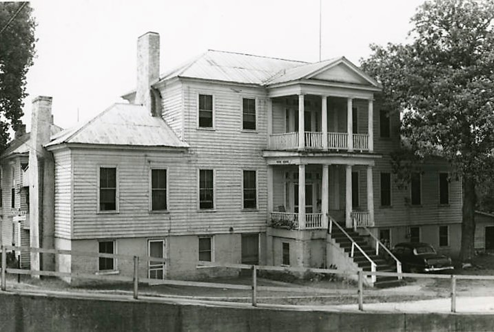 Front (eastern) elevation of the Dancy-Polk House in Decatur, Alabama, built ca. 1821 before restoration (Alabama Department of Archives and History)