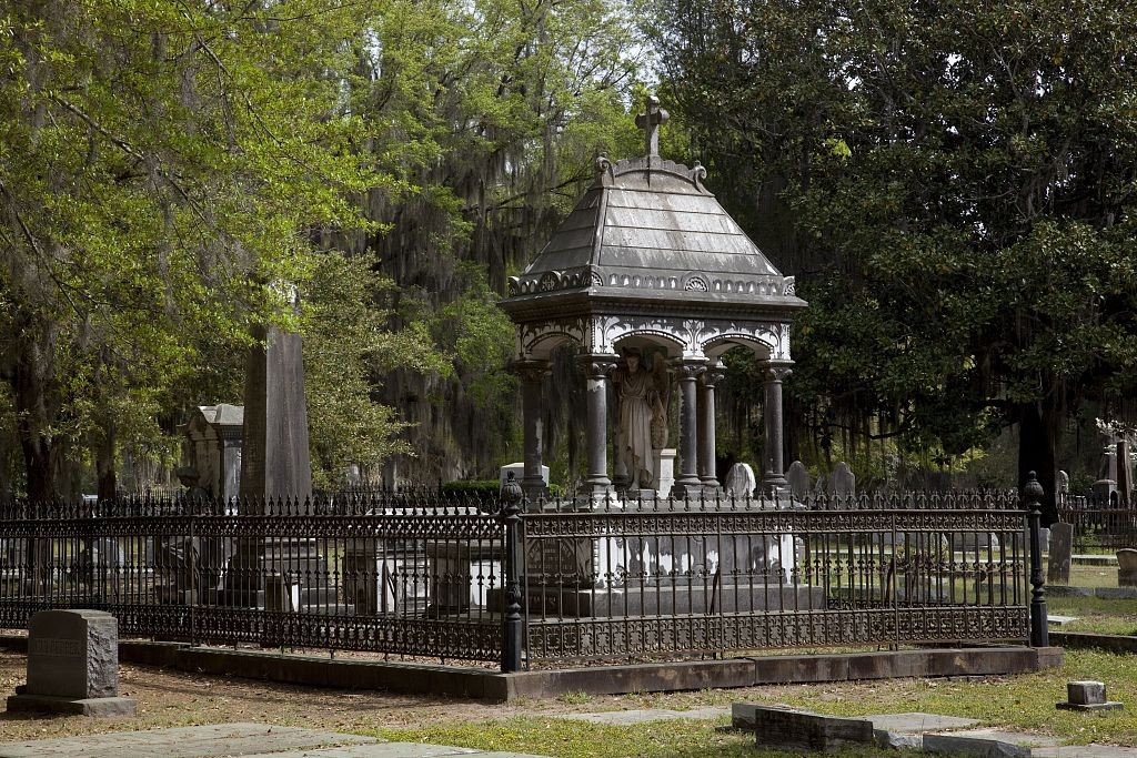 Old Live Oak cemetery ca. 2010 by Carol Highsmith (Library of Congress)