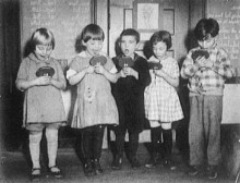 Young children practiced speech with mirrors in 1937