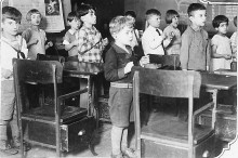 Patron+ GOOD OLE DAYS: Young children practiced speech with mirrors in 1937