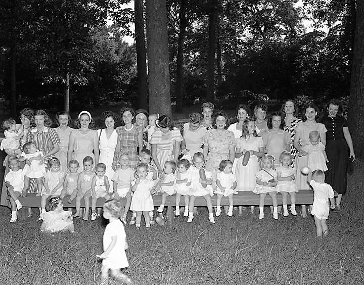 Children's party, possibly hosted by Mrs. H. V. Kelley in Montgomery, Alabama July 31, 1948 (John E. Scott, ADAH)