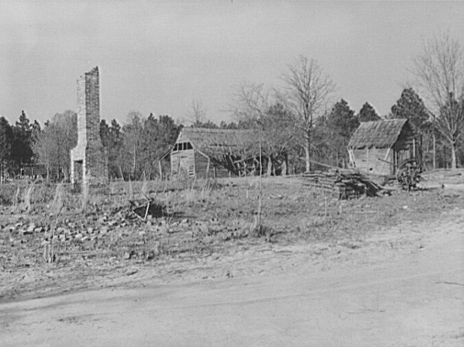A common sight in Coffee County, Alabama. Rundown, burned and deserted farms (by Marion Post Walcott 1939, Library of Congress)