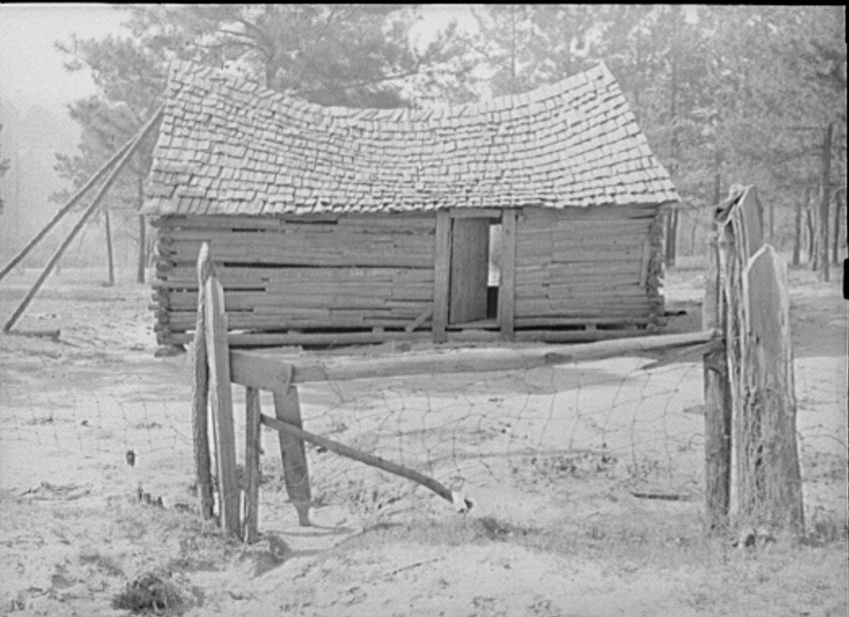 Camelback house near Elba, just vacated. Coffee County, Alabama April 1939 (Marion Post Walcott, Library of Congress)