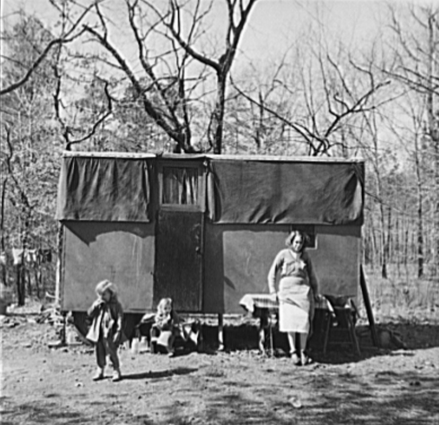 Migrant workers from Indiana in 1937 camped near Birmingham (Library of Congress)