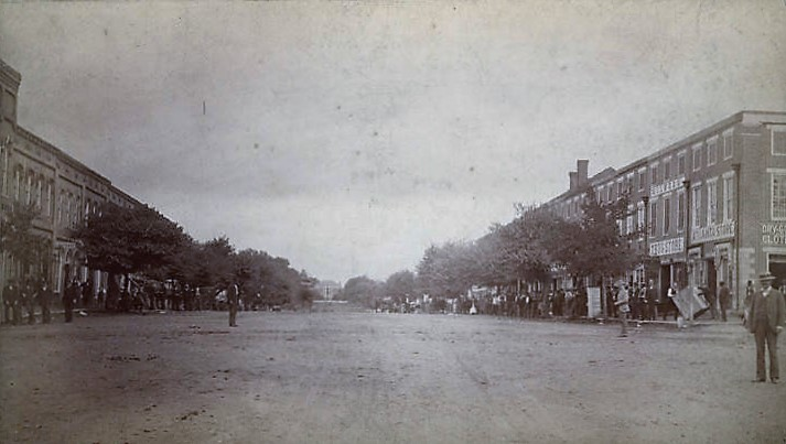 court-street-in-florence-alabama-on-a-saturday-afternoon-ca-1910-alabama-department-of-archives-and-history